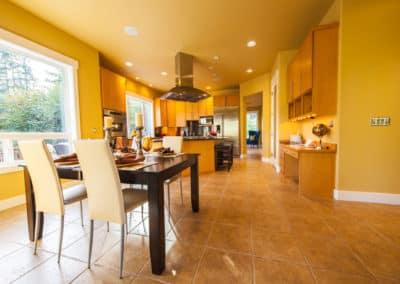 Breakfast nook and huge Entertaining Kitchen